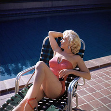 marilyn monroe by the pool